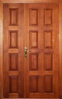 металлические двустворчатые двери в лифтовой холл