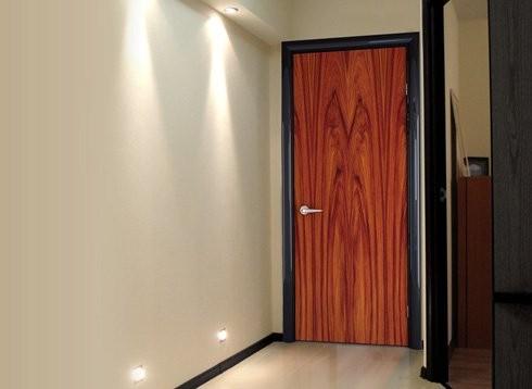 металлическая дверь с белой ламинацией