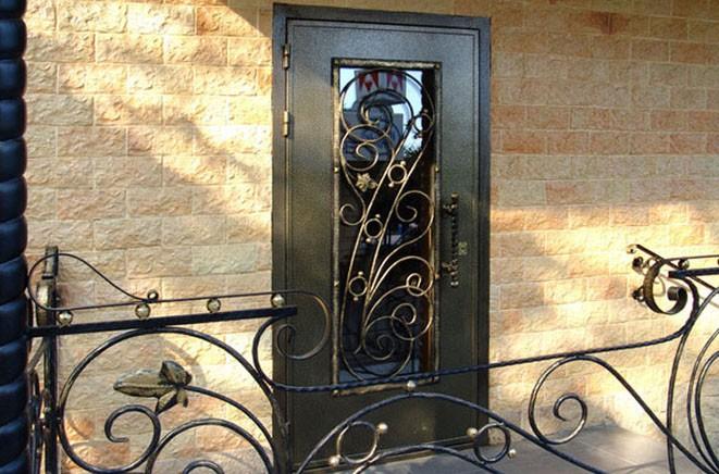входные двери металические с ковкой