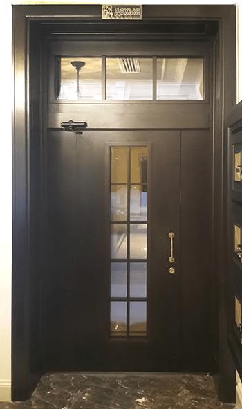 входная дверь для отеля
