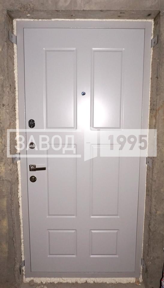 купить дешевую хорошую металлическую дверь на дачу в истре